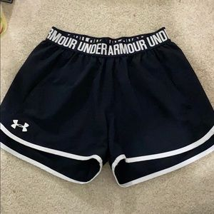 under armour black shorts with pockets